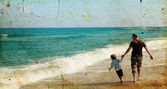 Father and son playing together on the beach — Stockfoto