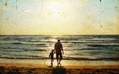 Father and son at sea watching the sunse — Stock Photo
