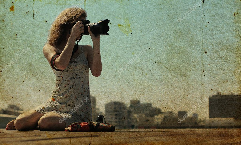 Young girl with a camera — Stock Photo #8677858