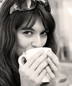 Young girl with a cup of coffee. Focus on the eyes. — Stock Photo