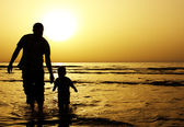 Child with his father at sea. — Stock Photo