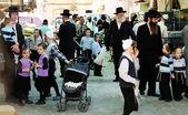 Central street of ultra-orthodox area of Jerusalem - Mea Shearim — Stock Photo