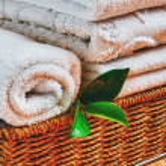 spa z ręcznikami i świeca — Zdjęcie stockowe
