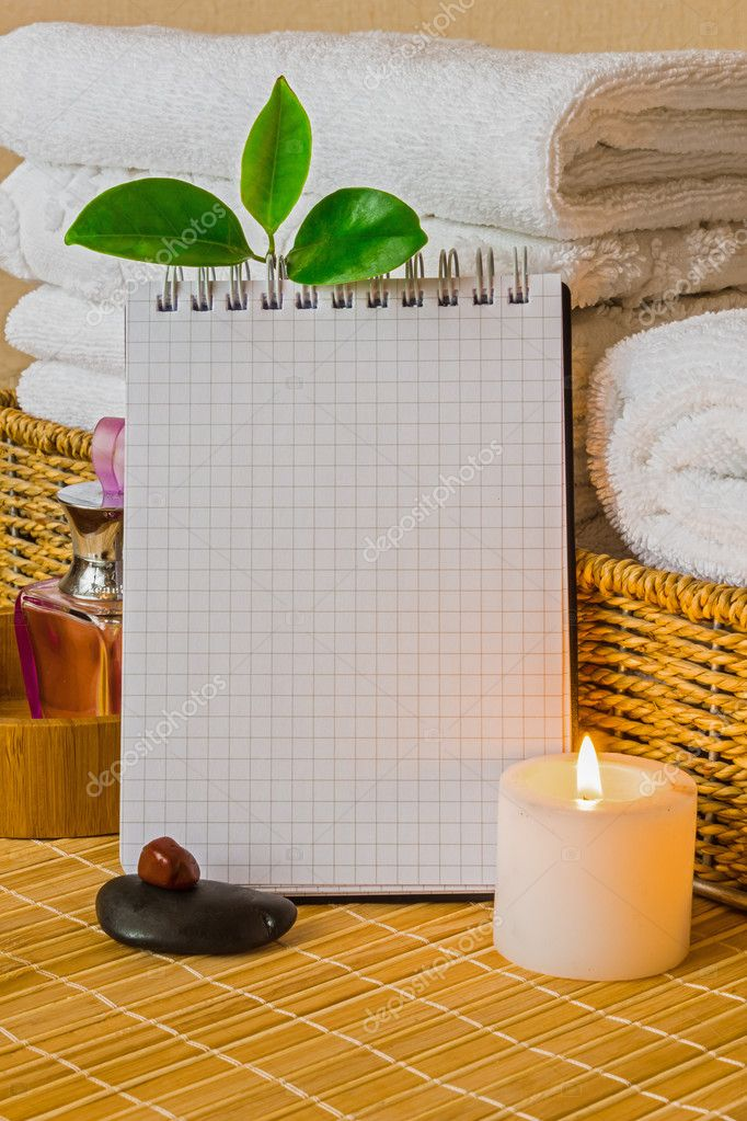 Spa with towels with a candle and pad — Stockfoto #10297741
