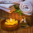 Spwith towels and candle — Stockfoto #9819203