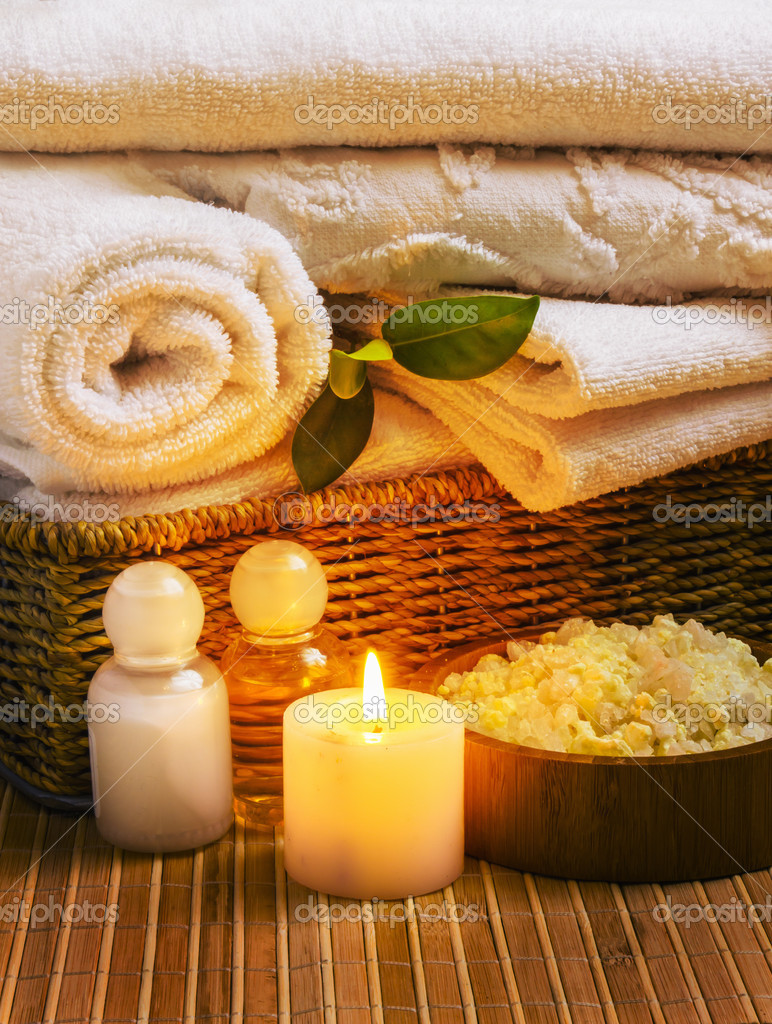 Spa with towels with a candle and other accessories — Stock Photo #9819202