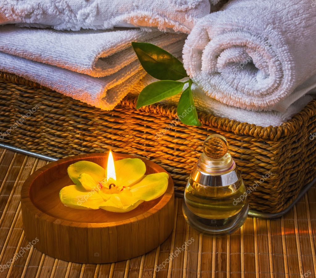 Spa with towels with a candle and other accessories — Stock Photo #9819203