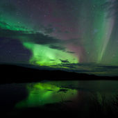 Night Sky Stars Clouds Northern Lights mirrored — Stok fotoğraf