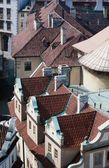 Dachy pragi w europie czechy — Zdjęcie stockowe