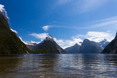 Milford Sound and Mitre Peak in Fjordland NP, NZ — Stock Photo