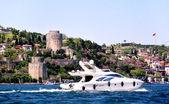 Yacht cruising — Stock Photo