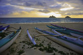 Outrigger canoes on the beach — Stock Photo