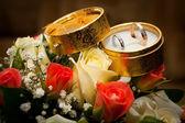 Anneaux de mariage dans une boîte — Photo