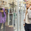 Woman looking at window in shoping street — Foto Stock