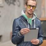 Man On Street Use Ipad Tablet Computer — Stock Photo