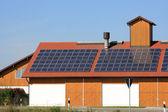 çatıda yenilenebilir enerji — Stok fotoğraf