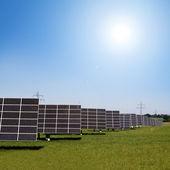 Solkraftverk i rader — Stockfoto