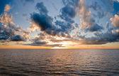 Beautiful sunset over lake — Stock Photo