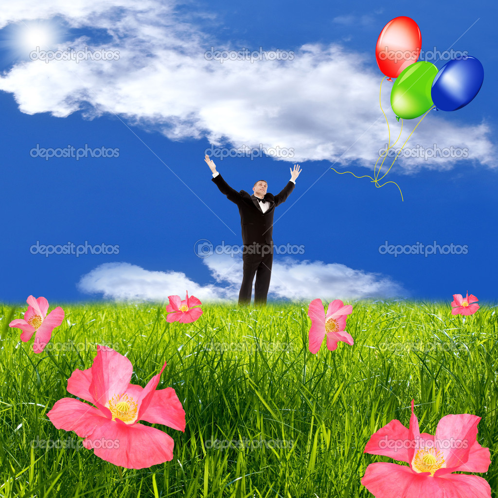The happy man in a tuxedo starts balloons in the sky — Stock Photo #9797253