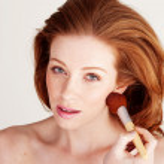 Woman Applying Blusher To Her Cheek — Stock Photo