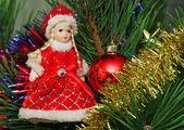Snow Maidan and red Cristmas ball on the Cristmas pine — Stock Photo