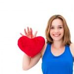Frau hält ein rotes Herz — Stockfoto
