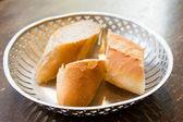 Pane nel cestino — Foto Stock