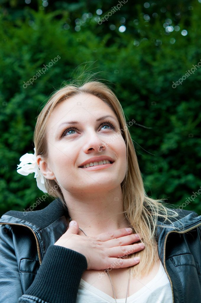 Beautiful young attractive woman outdoors portrait of thinking woman — Stock Photo #9021110