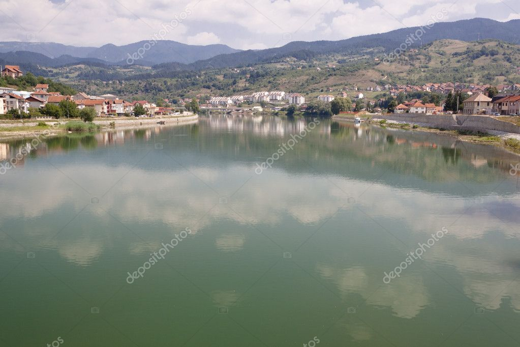 Drina diver and view on  Visegrad town from old Bridge. Bosnia and Herzegovina, Balkans. — Stock Photo #8547187