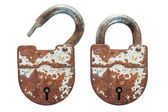 Open and closed an old rusty lock — Stock Photo