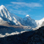 Khumbu valley, khumbu glacier and pumo ri peak — Stock Photo #9632616
