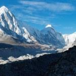 Khumbu valley, khumbu glacier and pumo ri peak — Stock Photo #9632915