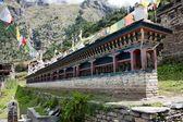 Mnoho modlitební mlýnky v horním pisang - nepál — Stock fotografie