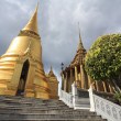 Ancient bangkok thailand grand palace and temple in dark sky — Stockfoto #8608139