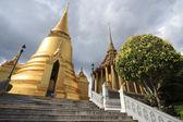 Ancient bangkok thailand grand palace and temple in dark sky — Stock Photo