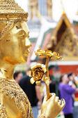 Golden Kinnaree (moitié femme - oiseau demi) figure — Photo