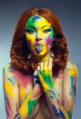 Retrato de uma menina linda com body art criativa — Foto Stock