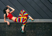 Fashion model in colorful outfit — Stockfoto