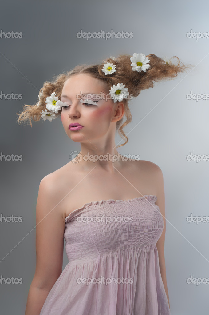 Studio beauty portrait of woman with camomiles in hair — Stock Photo #10257875