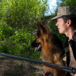 Hunter with dog and rifle. Ambush — Foto de Stock