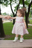 Little girl in park — Foto Stock