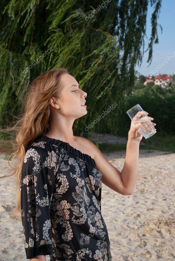 Взрослые на природе женщины в хорошем качестве 720 фотоография