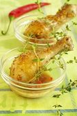 Chicken legs in sauce from mustard and honey — Stock Photo