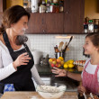 Mother and Daughter together in kitchen — Stockfoto