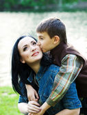 キス彼の母の息子 — ストック写真
