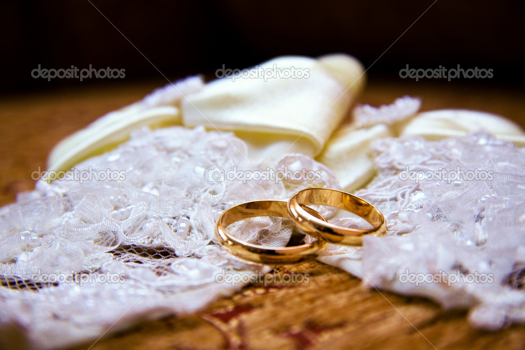 Wedding bands — Stock Photo #10539073