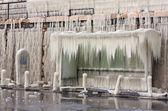 Frozen bus-stop — Stockfoto