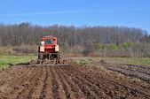 Processamento de um campo de primavera — Foto Stock