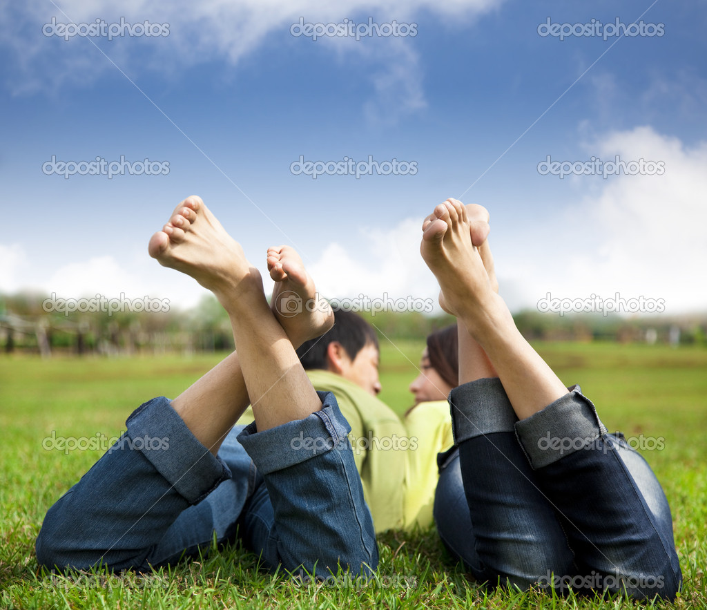 Relaxed couple lying on the grass — Stock Photo #8032384