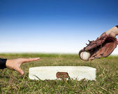 Safe and force out concept.baseball player try to touch the base — Stock Photo